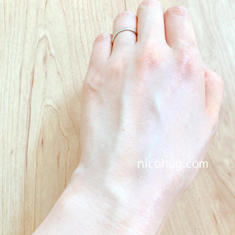 NOV(ノブ) UV シールドEXを手の甲に塗った画像